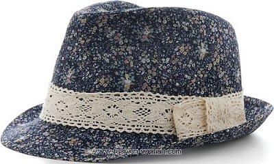Шляпа с цветочным принтом от Алдо