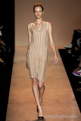 бежевое платье-бандаж