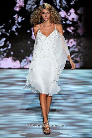 Белое коктейльное платье от Badgley Mischka