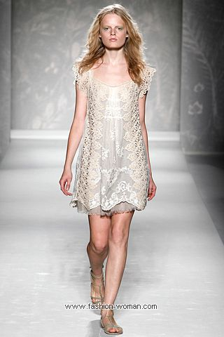 Кружевное платье от Alberta Ferretti