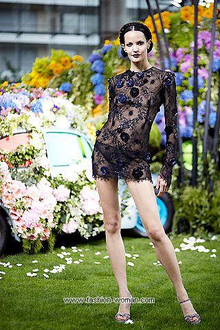 Кружевное мини-платье 2011