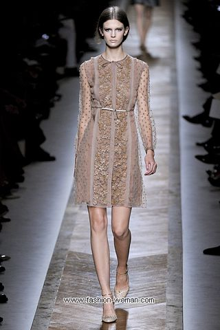 Кружевное платье  от Valentino