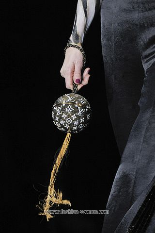 Вечерняя сумочка от  Louis Vuitton весна-лето 2011