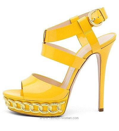 Ярко желтые босоножки от Касадеи