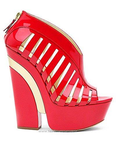 Модная лаковая обувь