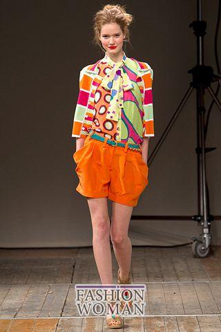 Оранжевые шорты лето 2011