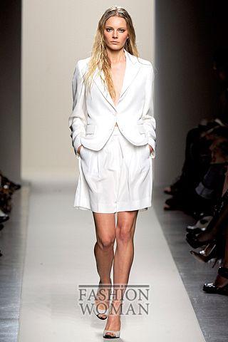 Белый костюм от  Bottega Veneta