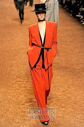 яркий костюм от Hermes