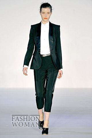 Костюмы с укороченными брюками