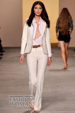 белый классический костюм