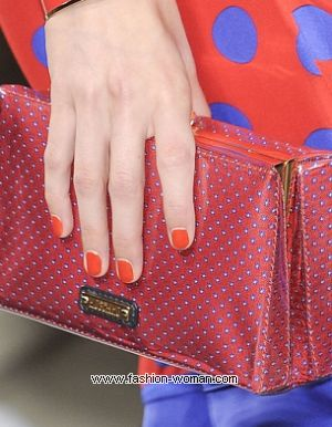 модный оранжевый маникюр