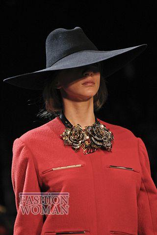 modnie shlyapi osen zima 2011 2012 12