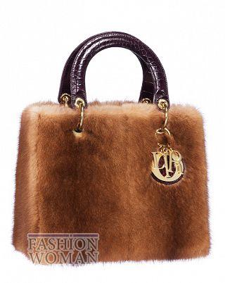 Трендом зимы 2012 будут сумки из меха.  Дизайнеры даже ручки сделали из...