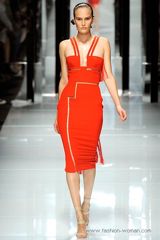 Модное платье весна-лето 2011 от Версаче