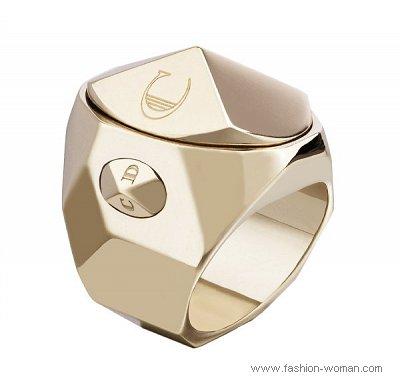 модное кольцо от Christian Dior