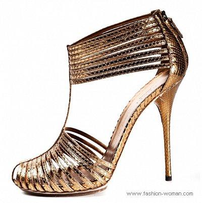 золотые босоножки на шпильке от Gucci