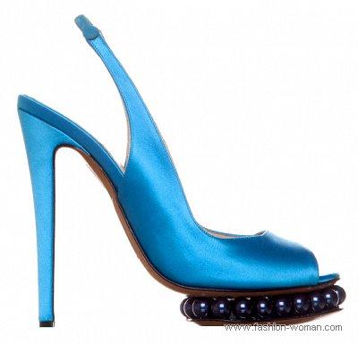 ярко голубые босоножки от Nicholas Kirkwood