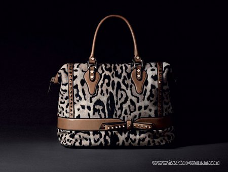 сумка с леопардовым принтом от Valentino.
