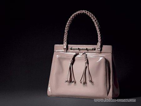 модная лаковая сумка от Valentino.