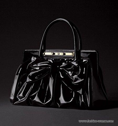 черная лаковая сумка от Валентино