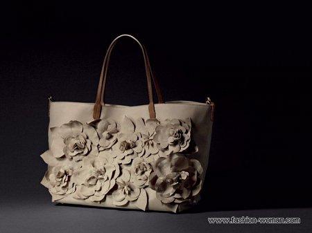 бежевая сумка с цветами Valentino