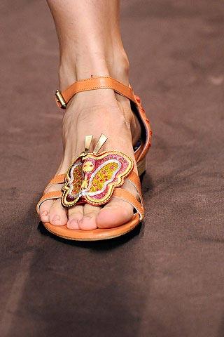 сандалии с бабочкой от Anna Sui