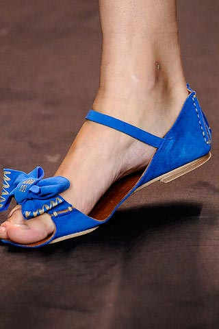 синие сандалии от Anna Sui