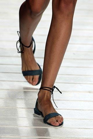 обувь на плоской подошве от Lacoste