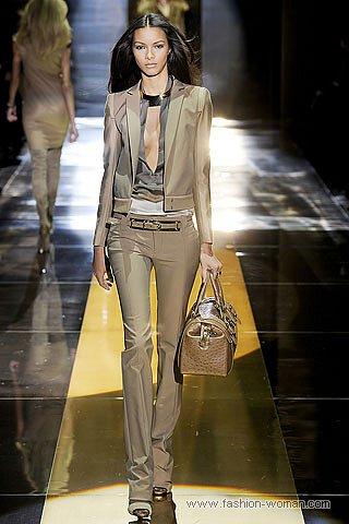 модный бежевый костюм от Gucci