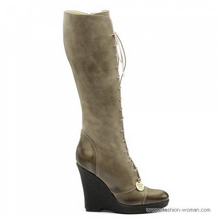 модные бежевые сапоги на шнуровке от Patrizia Pepe
