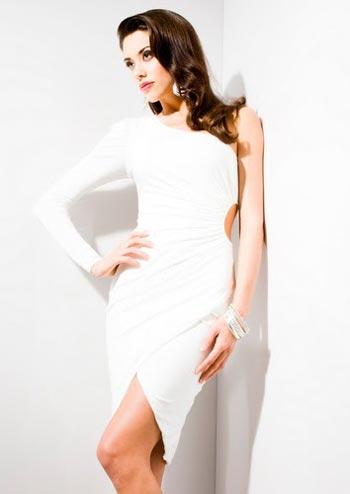 белое платье от Кардашьян