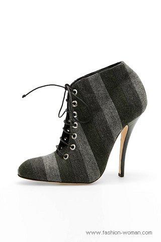 модные ботильоны на шнурках от Manolo Blahnik