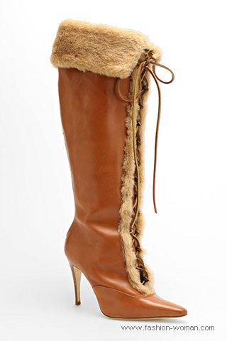 модные сапоги на шнуровке от Manolo Blahnik