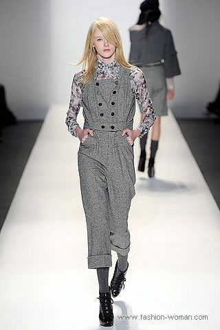 серый комбинезон с укороченными брюками
