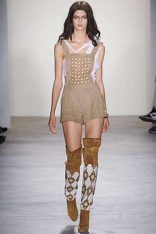 бежевый комбинезон с шортами от Altuzarra