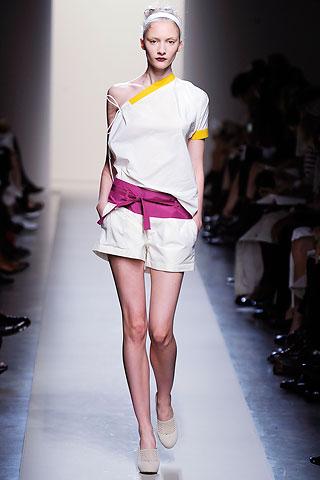 модный комбинезон с шортами от Bottega Veneta