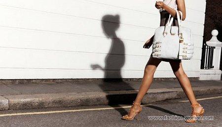 модная белая сумка от Джимми Чу весна-лето 2011