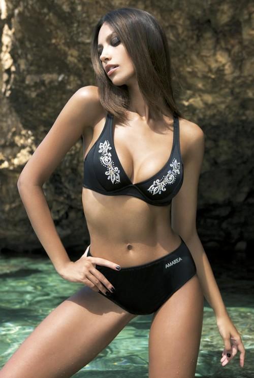 черный купальник с вышивкой