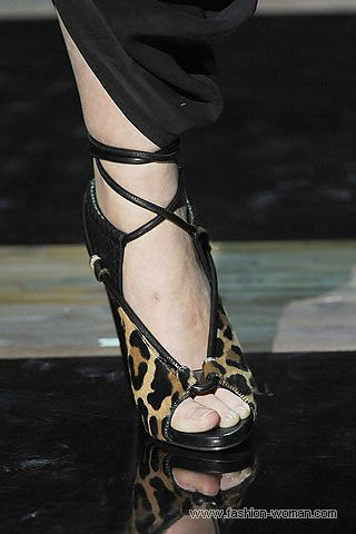 Модные босоножки с леопардовым принтом