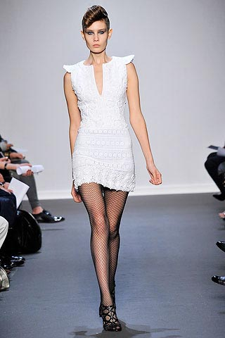 маленькое белое платье от Andrew Gn