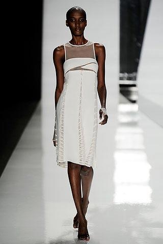 маленькое белое платье от Chado Ralph Rucci