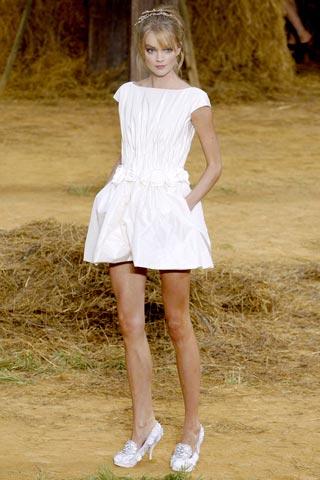маленькое белое платье от Chanel