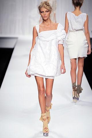 белое платье от Fendi