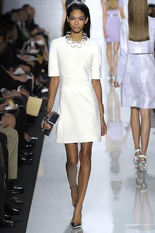 маленькое белое платье от Michael Kors