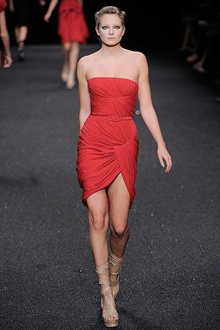 стильное маленькое красное платье