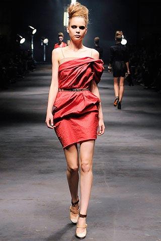 маленькое красное платье от Lanvin