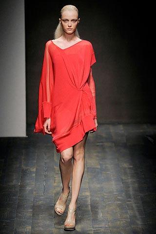 красное платье от Salvatore Ferragamo