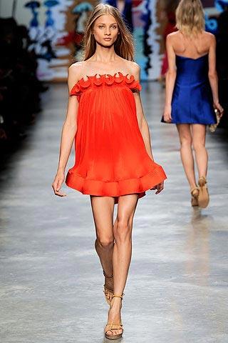 маленькое красное платье от Stella McCartney