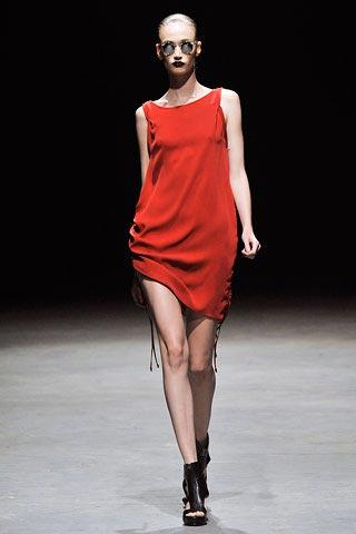 красное платье от Tim Hamilton