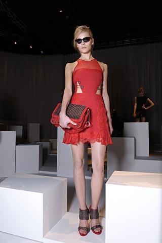 маленькое красное платье от Versus